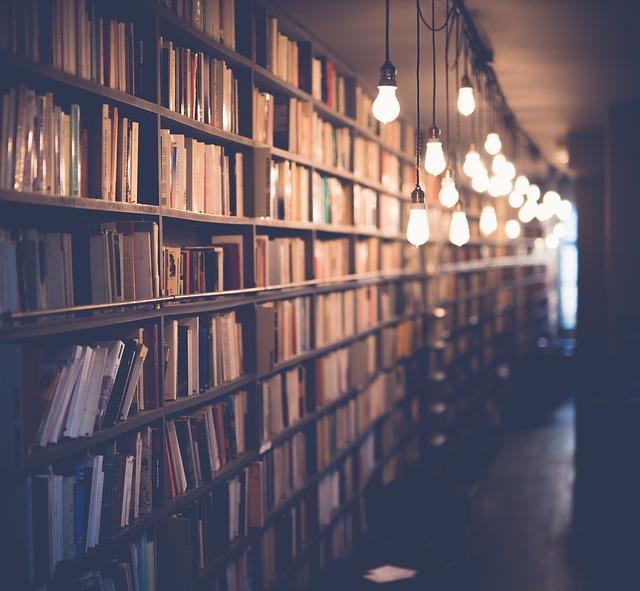 světla v knihovně