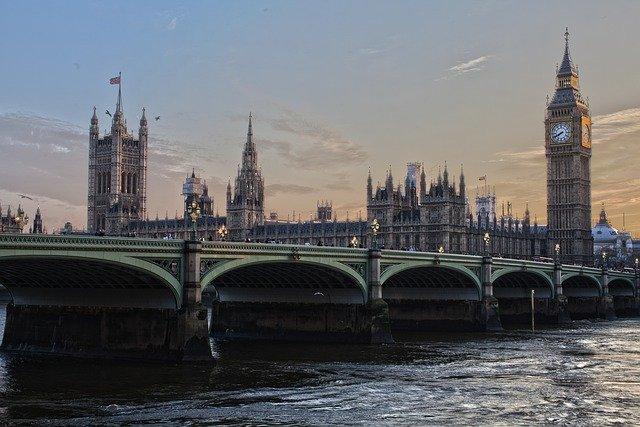 Studium v Británii